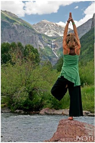 Hansa Pernefeldt in yoga pose on rivers edge.jpg